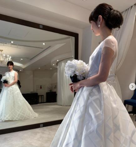 小倉優子のウェディングドレス姿