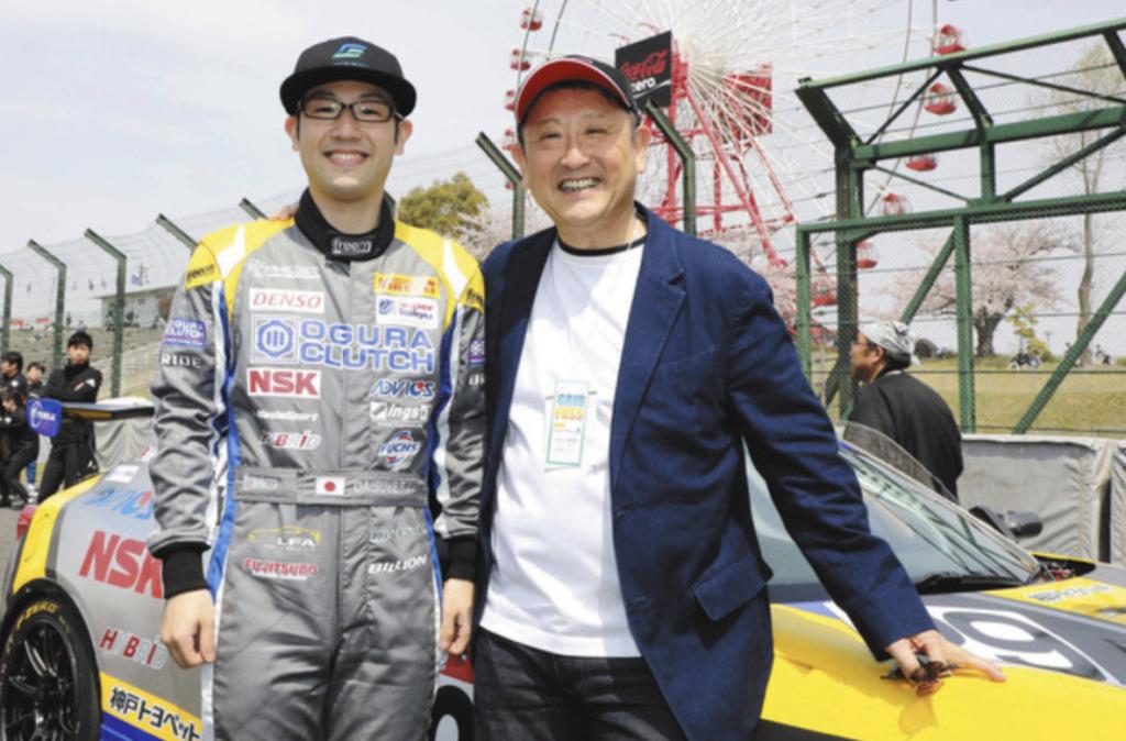 豊田大輔と、父親でトヨタ社長の豊田章男