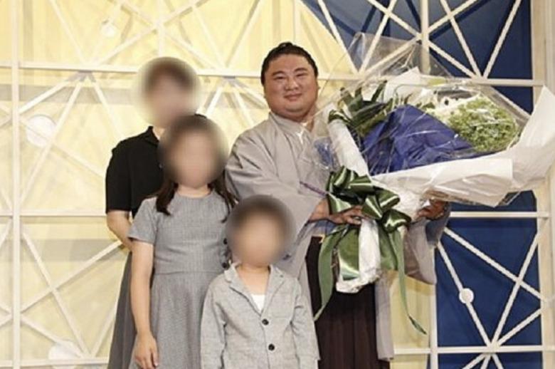 元関脇・嘉風の家族写真