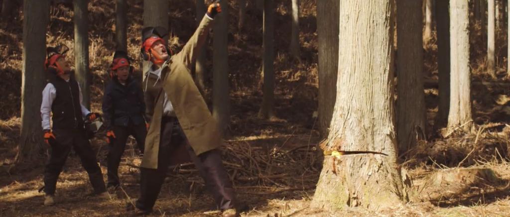 木を切り倒すTOKIO